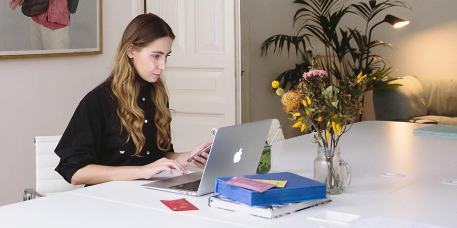 Mehrsprachige virtuelle PAs (Persönliche Assistenten)